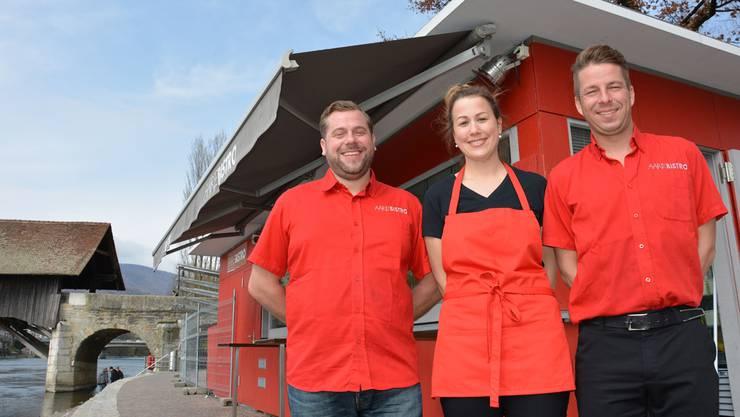 Aarebistro-Besitzer Daniel Peyer, Aarebistro-Betriebsleiterin Claudia Minder und Geschäftsleitungsmitglied Beni Nussbaumer (v.l.) freuen sich auf die neue Saison.