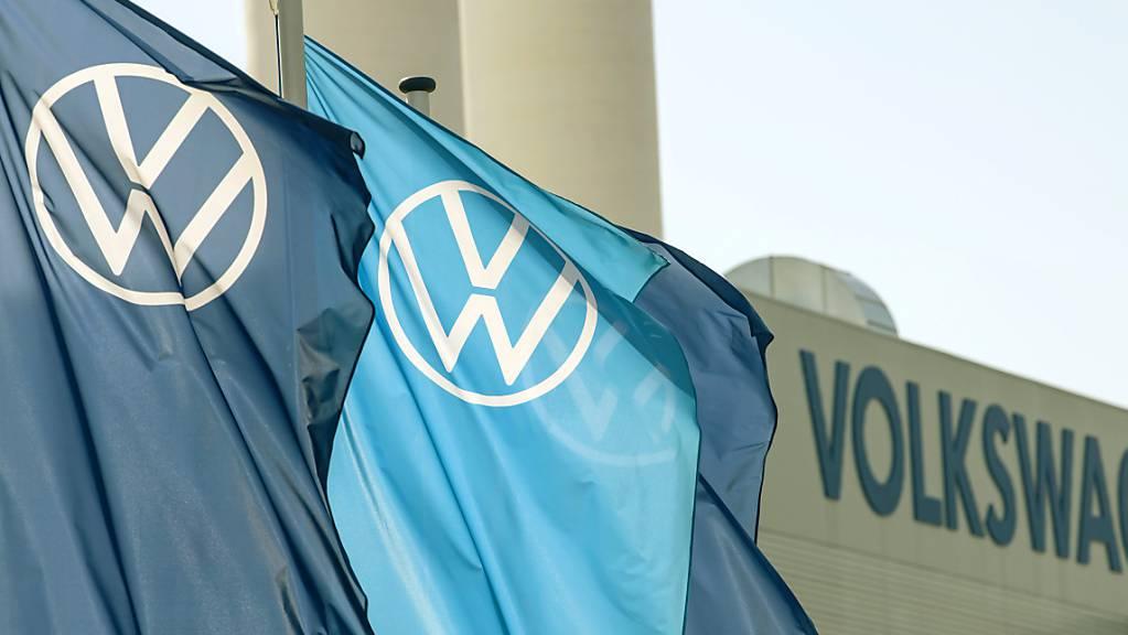 Nach einem zwischenzeitlichen Absturz in die roten Zahlen hat die VW-Dachgesellschaft Porsche SE (PSE) im vergangenen Jahr noch einen Milliardengewinn von 2,6 Milliarden Euro verbucht. (Archivbild)