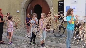 Über 460 Badener Schüler haben für die BadenfahrtBambusfische gebastelt. Sie sollen während des Fests an den Alten Stadtbach erinnern.