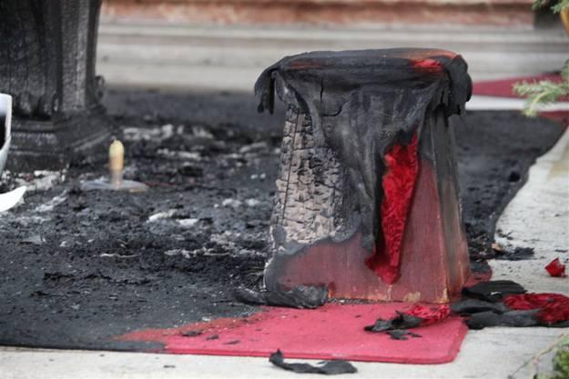 Überreste des Brandanschlags.