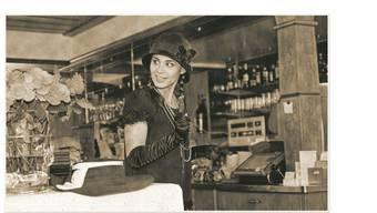 Im Weininger Restaurant Linde spielen sich Szenen wie im Chicago der 30-er Jahre ab. am Ende ist ein Ganove tot - das Publikum wurde jedoch bestens unterhalten und bewirtet