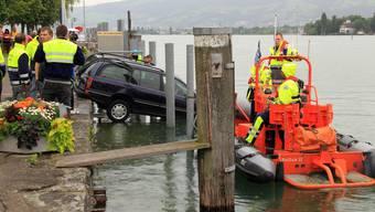 Auto fährt in Arbon in den Bodensee