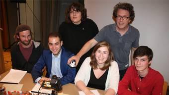 Hatten Spass: Fabio Tanner (vorne v.l.), Daniele Mezzi, Sabrina Friedli und Benjamin Bieri, hinten Moderatorin Patti Basler und Icon-Poet-Miterfinder Lukas Frei.