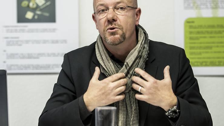 Olivier Guéniat, der Chef der Neuenburger Kriminalpolizei, ist am Montag tot an seinem Wohnort aufgefunden worden. Guéniat hatte sich als Experte im Kampf gegen den Drogenhandel über sein Korps hinaus einen Namen gemacht. (Archivbild)