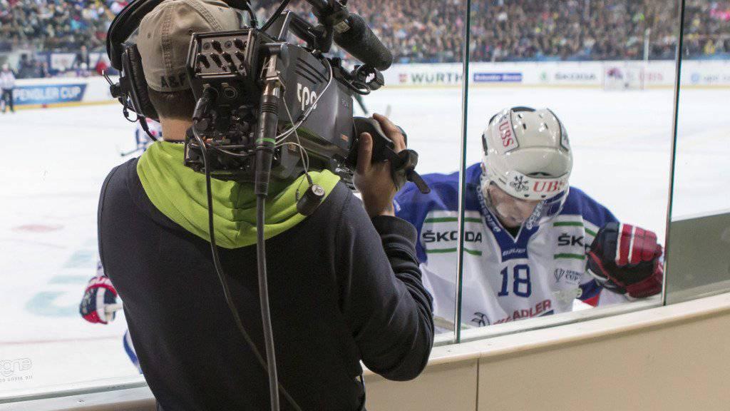 Ab der Saison 2017/2018 steigt UPC anstelle von Teleclub in die TV-Berichterstattung im Schweizer Eishockey ein. Weiterhin an Bord ist auch das Schweizer Fernsehen