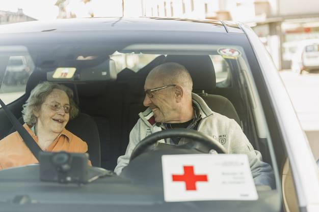 Über 950 Freiwillige engagieren sich beim Aargauer Roten Kreuz; davon 550 Freiwillige im Rotkreuz-Fahrdienst.