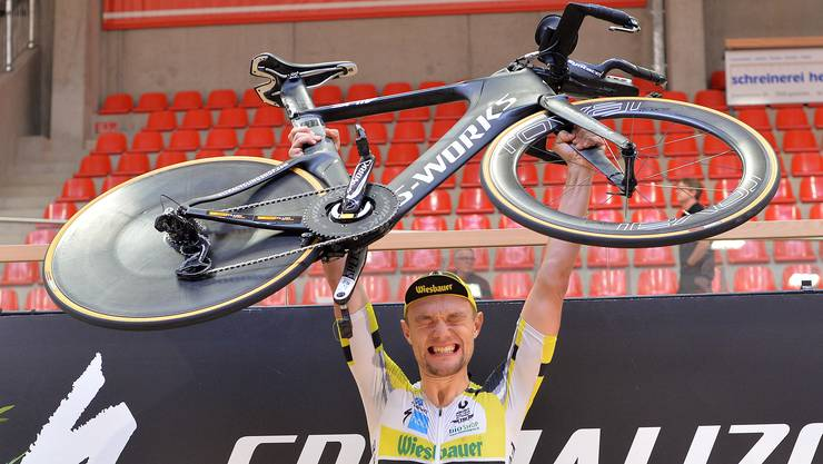 Christoph Strasser freut sich über seinen Rekord.