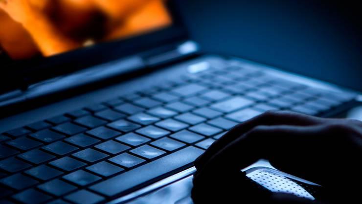 Per Mail und auf seiner Homepage verunglimpfte Ruedi W. absichtlich Personen, um ihren Ruf zu schädigen.