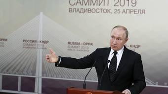 Eine atomare Abrüstung in Nordkorea sei nicht möglich, ohne dem Staat seine territoriale Unversehrtheit zu garantieren, sagte Russlands Präsident Putin vor den Medien.