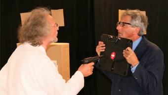 Wilfried Gronau (links) und Kaspar Lüscher überzeugen mit ihrer schauspielerischen Darbietung.