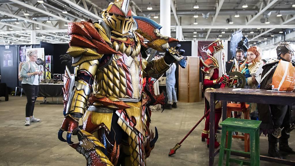 Ein sogenannter Cosplayer präsentiert an der «Fantasy Basel» seine Verkleidung.