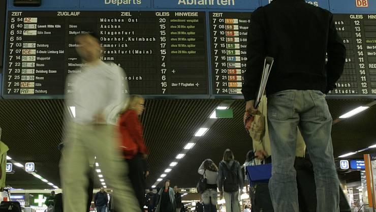Das letzte Wort bei einigen Massnahmen für pünktlichere Züge wird das Bundesamt für Verkehr (BAV) haben. (Symbolbild)