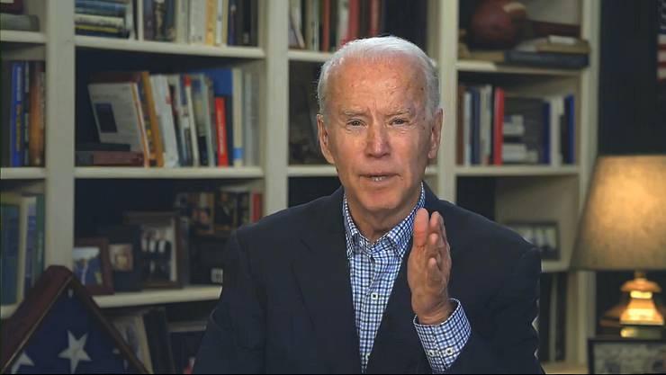 Bücher als geistige Stützpfeiler: US-Präsidentschaftskandidat Joe Biden in seinem heimischen TV-Studio.