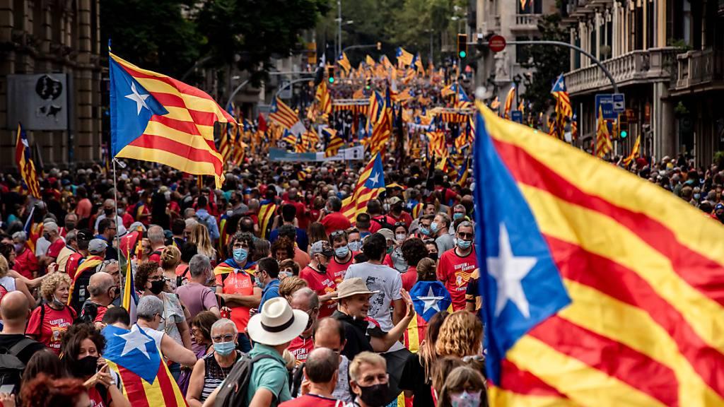 Mehr als hunderttausend Katalanen fordern Unabhängigkeit