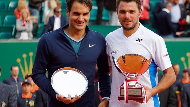 Roger Federer und Stan Wawrinka posieren für die Fotografen.