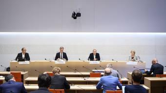 Die Bundes-Experten und Expertinnen an der Medienkonferenz vom Mittwoch.