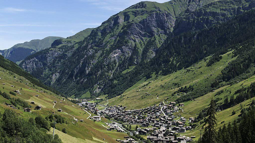 Das Bündner Valsertal: Um die Förderung des Berggebietes zu konzentrieren, soll auf die Förderung einiger Täler verzichtet werden. Private Investoren könnten übernehmen. (Archivbild)
