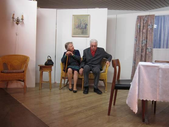 Tante Edith und Simon die eine humoristische Seite einbrachten.JPG