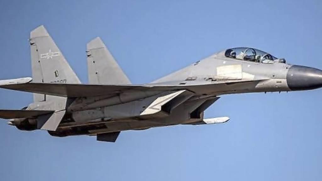 ARCHIV - Auf diesem vom taiwanesischen Verteidigungsministerium veröffentlichten undatierten Foto ist ein chinesischer J-16-Kampfjet zu sehen. Foto: Uncredited/Taiwan Ministry of Defense/AP/dpa - ACHTUNG: Nur zur redaktionellen Verwendung im Zusammenhang mit der aktuellen Berichterstattung und nur mit vollständiger Nennung des vorstehenden Credits