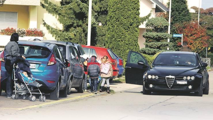 Elterntaxis beschäftigen die Gemeinde Derendingen (Symbolbild.)
