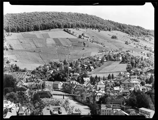 Da gab es noch mehr Rebland an der Goldwand als heute: Dieses Bild von Ennetbaden nahm Werner Nefflen 1958 von der Ruine Stein aus mit einem Teleobjektiv auf.