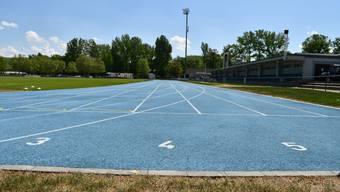 Das Stadion Au in Brugg verfügt über einen Naturrasenplatz sowie über eine blaue Laufbahn. Es fasst 3300 Personen.