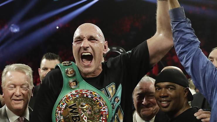 Tyson Fury (Bildmitte) will 2021 zweimal gegen Anthony Joshua boxen