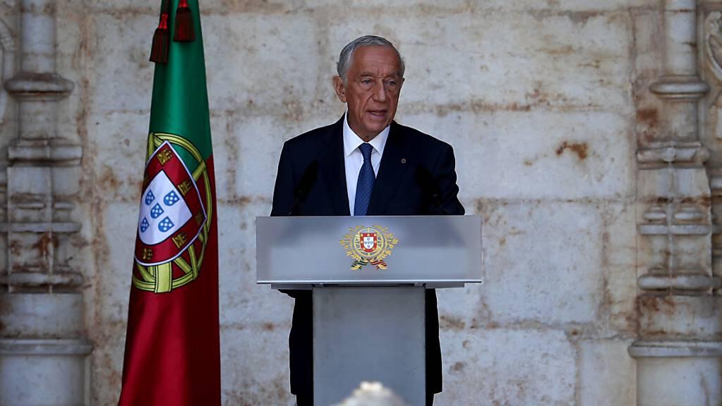 Der portugiesische Präsident Marcelo Rebelo de Sousa hält eine Rede während der Feierlichkeiten zum portugiesischen Nationalfeiertag im Jeronimos-Kloster.