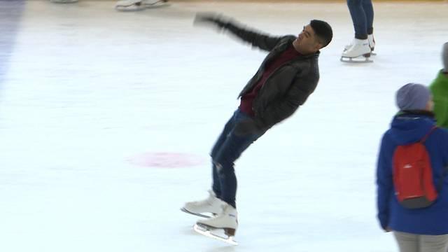 Achtung Rutschgefahr: Das erste Mal auf dem Eis