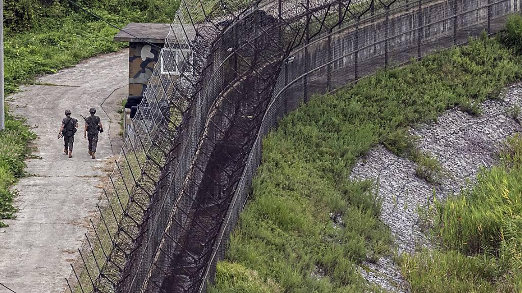 Südkoreanische Soldaten patrouillieren an der innerkoreanischen Grenze verläuft. Foto: -/YNA/dpa