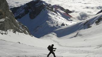 Schneeschuhläufer fanden einen toten Mann - jetzt ist bekannt: Der Mann starb eines natürlichen Todes (Symbolbild)