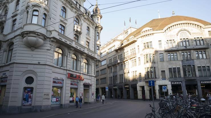 er Elektronik-Supermarkt Interdiscount gibt den Standort am Basler Marktplatz auf und will in ein kleineres Ladengeschäft in der Freien Strasse umziehen.