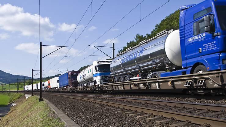 Trotz neuem Gotthard-Basistunnel läuft der Verkehr des Kombi-Operateurs Hupac auf dem Rhein-Alpen-Korridor nicht reibungslos. Hupac fordert deshalb weiterhin Abgeltungen vom Bund. (Archivbild)