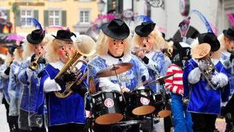 «Wo ist Walter?»-Figuren am Solothurner Fasnachtsumzug 2016