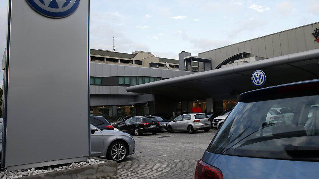 Auf die Volkswagen-Werkstätten rollt mit dem Rückruf in der Diesel-Affäre eine gewaltige Arbeitswelle zu.