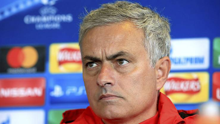 Genervt und gelangweilt: José Mourinho während einer Pressekonferenz.