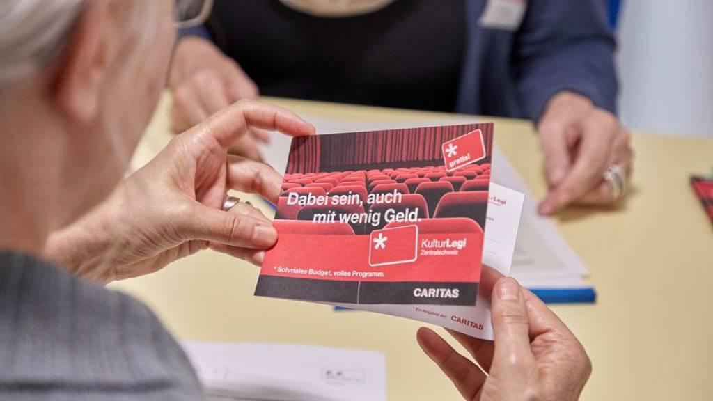 Romands sind häufiger verschuldet als Deutschschweizer