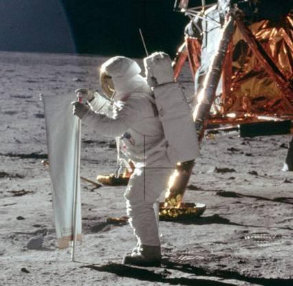 Erste Mondlandung 1969: Manche glauben, sie sei in Wahrheit in der Area 51 gefilmt worden.