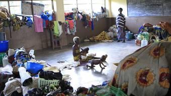 Flüchtlinge in einem Klassenzimmer der katholischen Mission im Westen der Elfenbeinküste (Archiv)