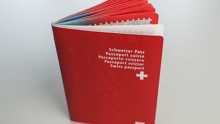 Gefragter Schweizer Pass: 2015 hat die Zahl der Einbürgerungen markant zugenommen.