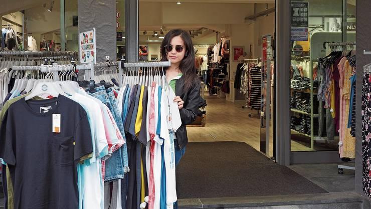 In der Bad Säckinger Filiale von «Jeans Road» freut man sich über Schweizer Kunden.
