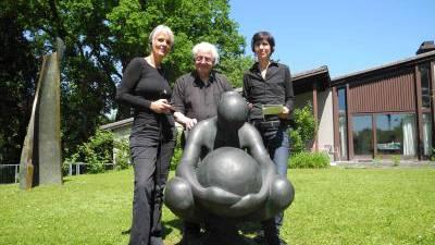 Regula Laux, Erwin Rehmann und Cornelia Ackermann stellen die Audio Guides vor.
