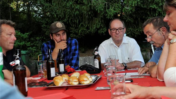 «Küchentisch» mit Nationalratskandidaten Soner Yaprak aus Bettlach (mit Mütze) und Remo Bill.