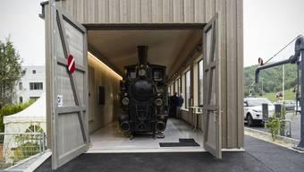 """Der Verein Dampfzug Waldenburgerbahn präsentiert beim Talhaus die neue Remise mit der """"Gedeon Thommen"""""""