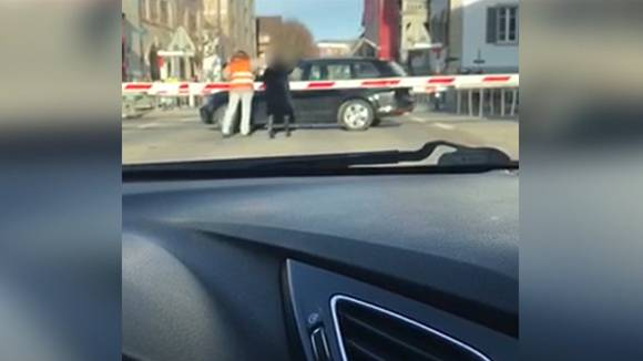 Nach Bahnübergang-Unfall: Wie verhält man sich in so einer Situation richtig?
