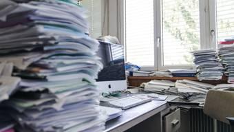 Die gleiche Menge an Arbeit für das Staatspersonal, doch weniger Lohn: Eine der Baselbieter Sparmassnahmen. (Symbolbild)