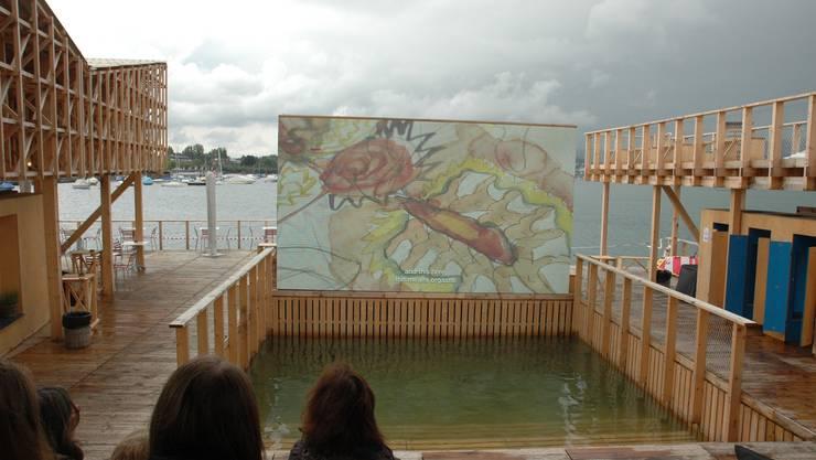 Der Pavillon of Reflections ist das Wahrzeichen der Kunstbiennale Manifesta in Zürich.