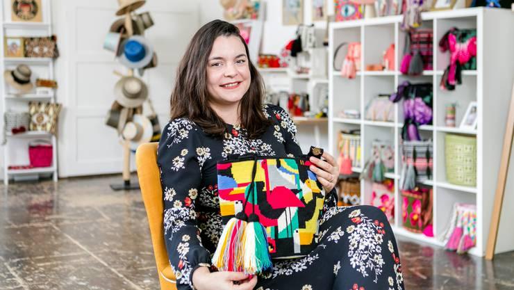Katherine Klemenz unterstützt mit ihrem Verein Wayuu-Frauen. Sie will deren Kunst, wie etwa Taschen, bekannt machen.