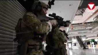 Insgesamt 80 Elitesoldaten aus 5 Nationen übten in der Nacht auf den 11. April 2018 im Einkaufszentrum Simmering einen Anti-Terror-Einsatz. Auch 30 Soldaten des Jagdkommandos nahmen daran teil und mussten verschiedene realitätsnahe Szenarien meistern.