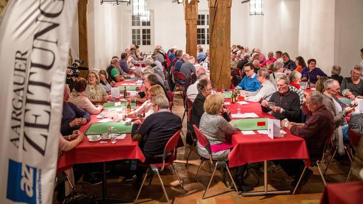 Die Erwartungen übertroffen: Die erste Austragung des AZ-Jasskönigs – im Bild die Premiere auf Schloss Klingnau – begeisterte    Organisatoren wie Teilnehmende gleichermassen.